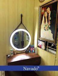 Cách treo gương décor hợp phong thủy phòng ngủ.